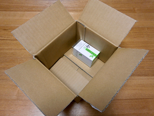 箱の片隅にぽつんとエンザミン。